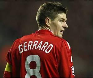 Menurut Steven Gerrard, Jauh Dari Keluarga Adalah Sebuah Keuntungan